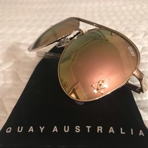 Worn once Quay gold aviators